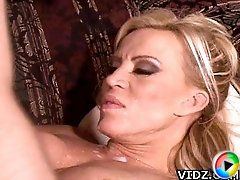 Luscious mature bitch Amber Lynn loves the feeling how her young man licks her wet cunt!